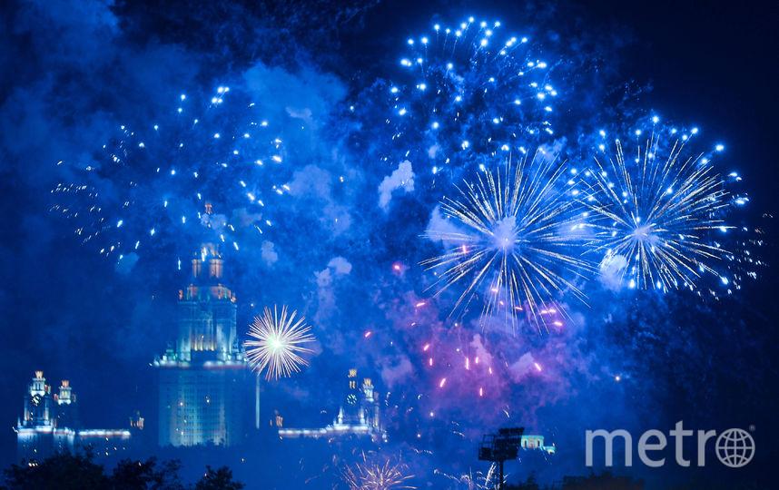 """Салют на День города в 2016 году. Фото Василий Кузьмичёнок, """"Metro"""""""