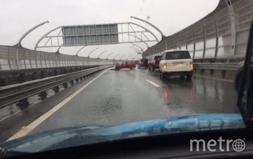 ДТП заблокировали дороги в Петербурге - пробки повсеместно.