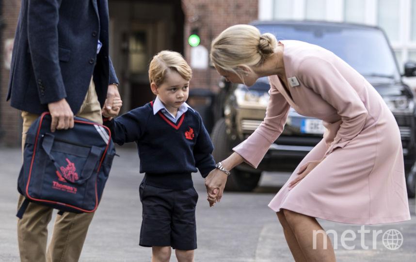 В школу принца привел отец. Фото Getty