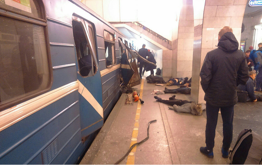 Взрыв в метро Петербурга - фотоархив. Фото vk.com/spb_today.