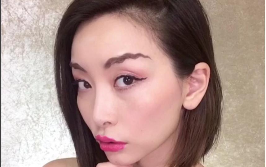 По волнам моды: вслед за волнистыми бровями - волнистые губы. Фото Скриншот www.instagram.com/asahisasaki/