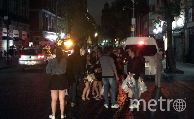 люди при первых же толчках (а это произошло около полуночи по местному времени) выбежали на улицы - в пижамах, в чем были.