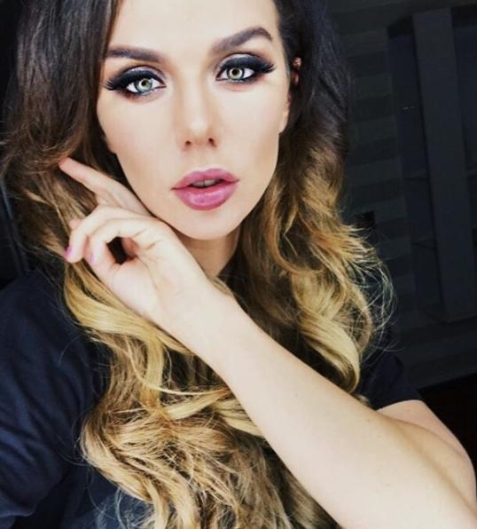 instagram.com/annasedokova/.