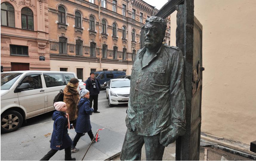 """Памятник на Рубинштейна. Фото """"Metro"""""""