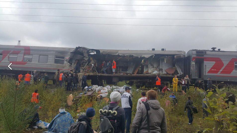 Поезд и грузовик столкнулись на переезде. Фото скриншот со странички https://vk.com/4p86region