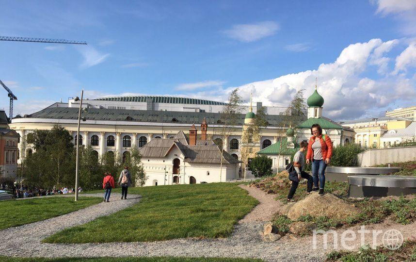 """Москвичи в парке """"Зарядье"""". Фото Дарья Буянова."""