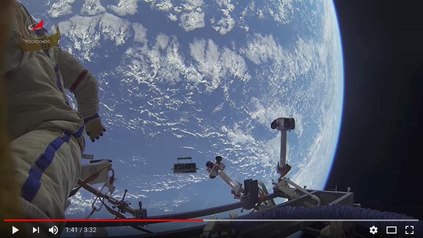 Космическая прогулка. Фото скриншот с канала ROSCOSMOS Media Store на YouTube