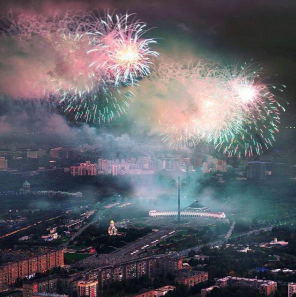 Салют в Москве. Фото Instagram @slava_sokolkina