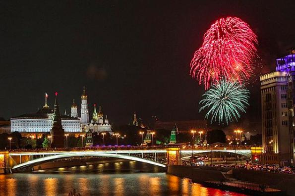 Салют в Москве. Фото Instagram @pugachevanuta
