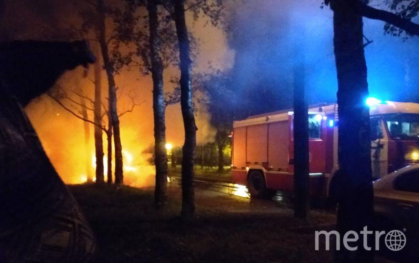 В Петербурге взорвался и сгорел внедорожник. Фото все - https://vk.com/spb_today