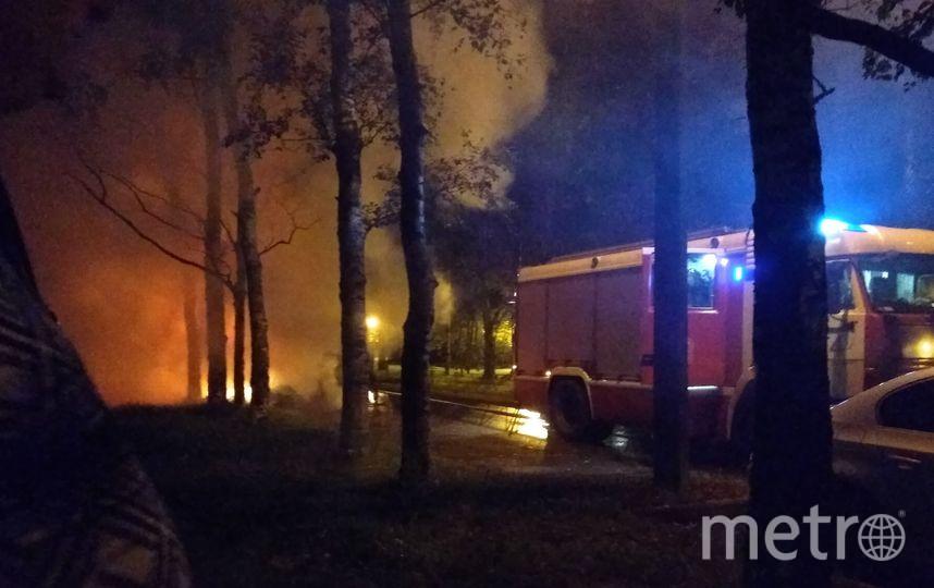 В Петербурге взорвался и сгорел внедорожник.
