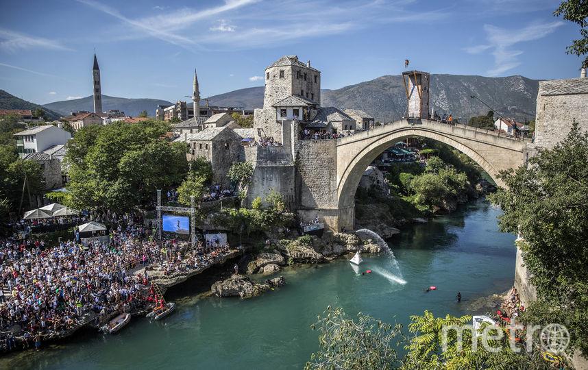 В Мостаре хайдайверы прыгают с моста, который является объектом всемирного наследия ЮНЕСКО. Фото redbullcontentpool.com