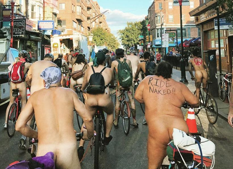 Philly Naked Bike Ride - 2017. Фото Скриншот www.instagram.com/spaghettiandmeeshballs/