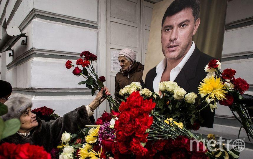 В Москве с дома, где жил Немцов, сняли мемориальную доску. Фото Getty