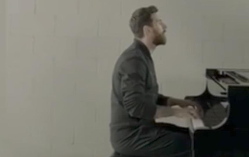 Лионель Месси играет на фортепиано. Фото Скриншот Youtube