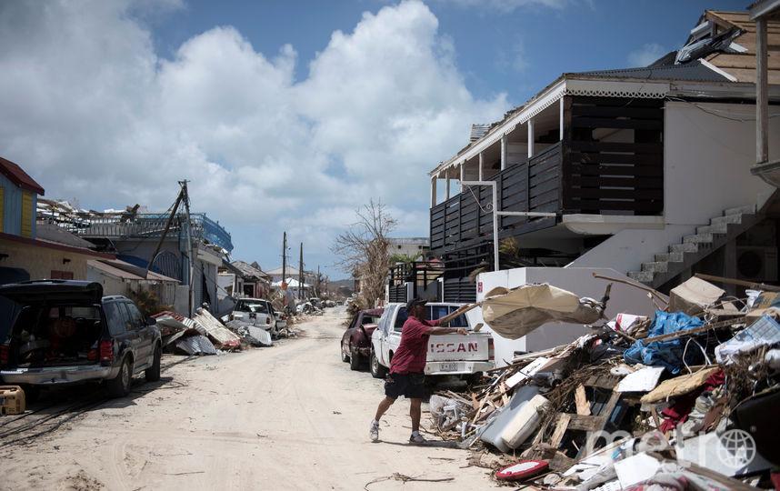 ВСША модели решили посодействовать  жертвам урагана пикантными снимками