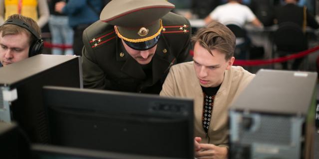 Военный даёт наставления репортёру Metro перед боем в World of Tanks.