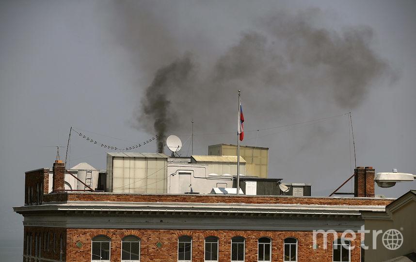 Дым над российским консульством в Сан-Франциско. Фото Getty