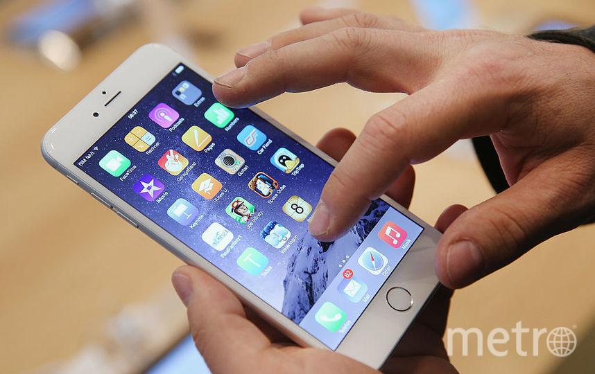 Компания Apple резко снизила цены на iPhone в России. Фото Getty