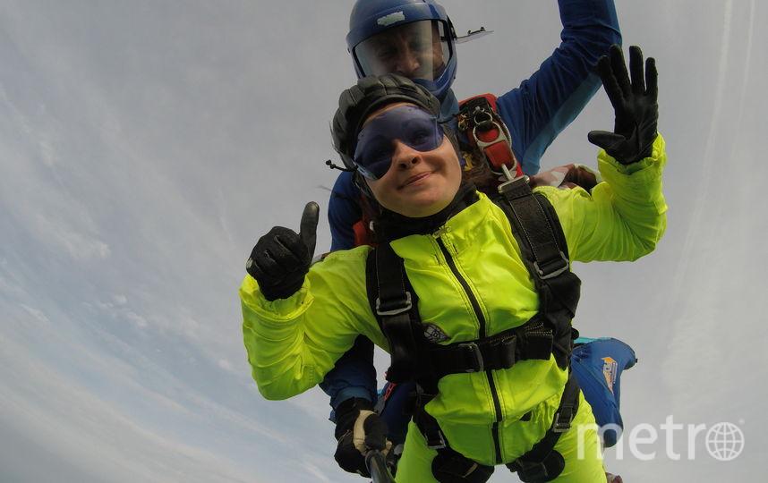 Этим летом я переборола свой страх и спрыгнула с парашютом с высоты 3000 метров. Это было волшебно! Фото Александра Афонина.
