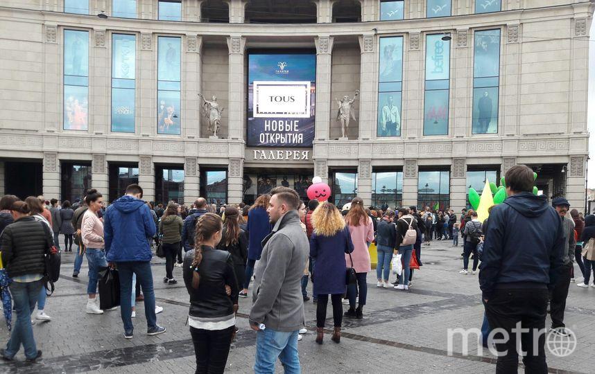 """ТРК Галерею тоже эвакуировали. Фото Софья Сажнева., """"Metro"""""""