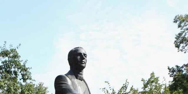 Памятник Рахманинову.