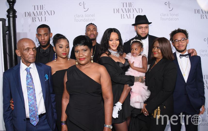 Третий ежегодный Diamond Ball в Нью-Йорке. Рианна пришла со своей семьей. Фото Getty