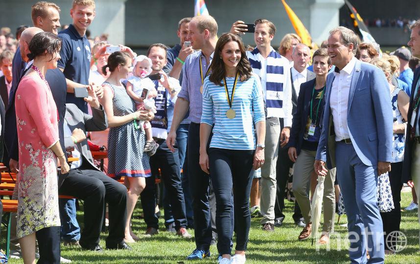 Женщина пробовала пробраться влондонскую школу, где обучается преемник королевской семьи