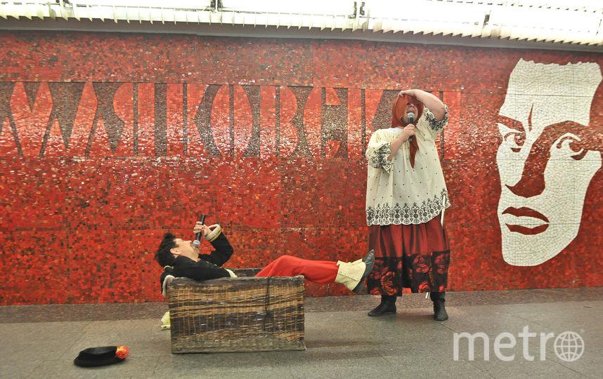 """В метро пели и плясали. Фото Святослав Акимов, """"Metro"""""""