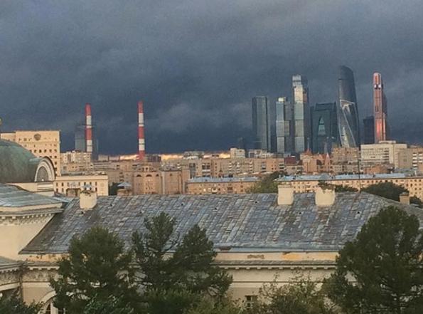 Шторм в Москве. Фото Instagram cherry_cheetah