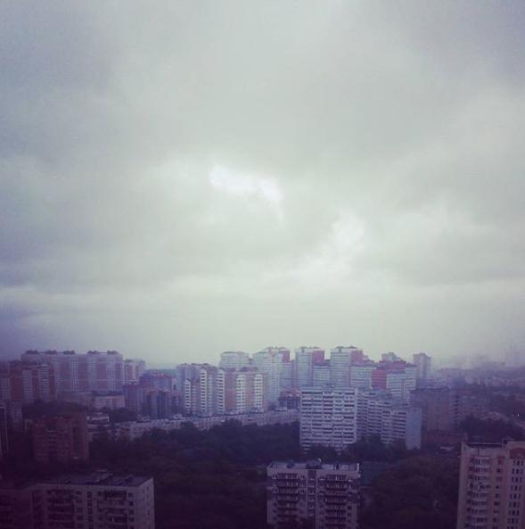 Шторм в Москве. Фото Instagram xeniamirnova