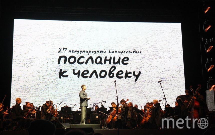 """Музыкальное сопровождение от оркестра """"Таврический"""". Дирижер - Михаил Голиков."""