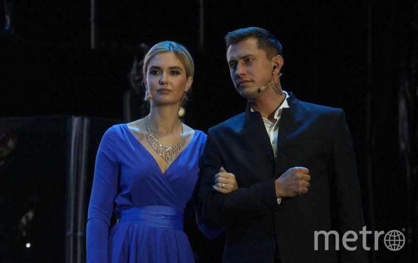 Ведущие церемонии открытия - Павел Прилучный и Агата Муцениеце.