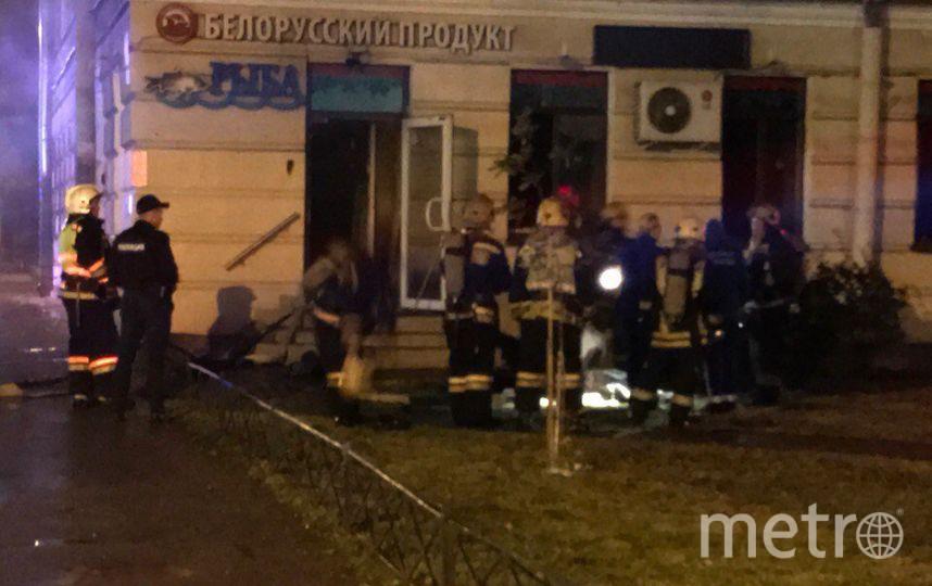 В Петербурге зарезали продавщицу и подожгли магазин. Фото все - vk.com/spb_today