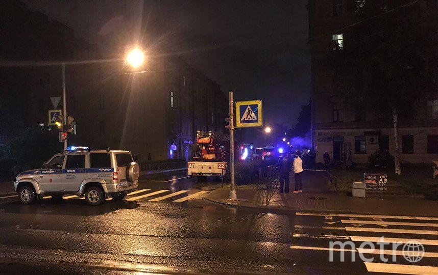В Петербурге зарезали продавщицу и подожгли магазин.