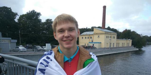 Максим Кузнецов, студент, 18 лет.