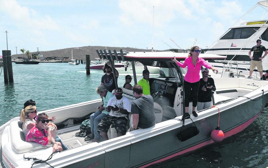 """Поскольку порты открыты, добровольцы каждое утро прибывают на поражённый """"Ирмой"""" остров, чтобы привезти запасы. Фото Dennis A. Jones"""
