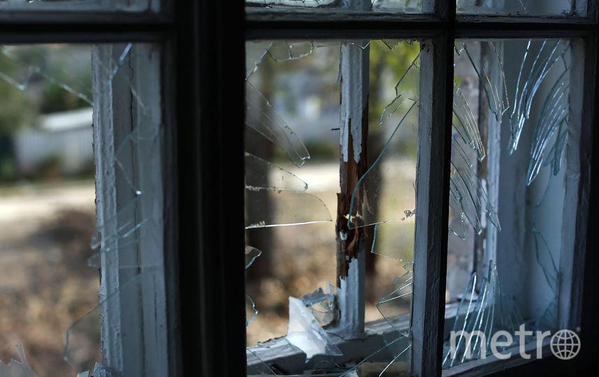 Выбитое ударной волной окно, Луганск. Фото Getty
