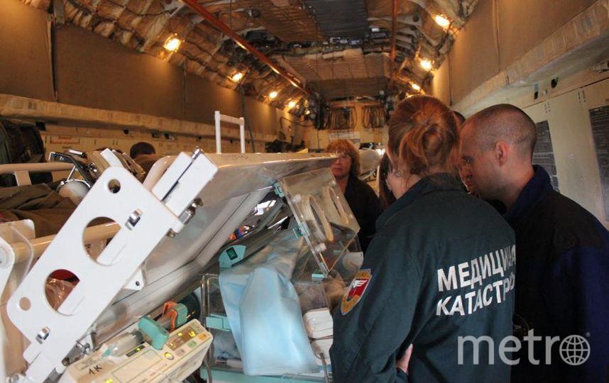 Спецборт доставил в Петербург больных детей. Фото МЧС Петербурга.