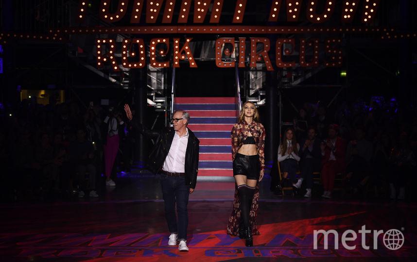Показ Томми Хилфигера на Неделе моды в Лондоне. Вместе с Джиджи Хадид. Фото Getty