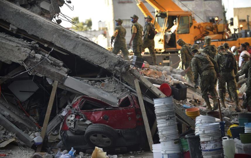 Поисково-спасательные работы в пострадавших от подземных толчков районах продолжаются. Фото AFP