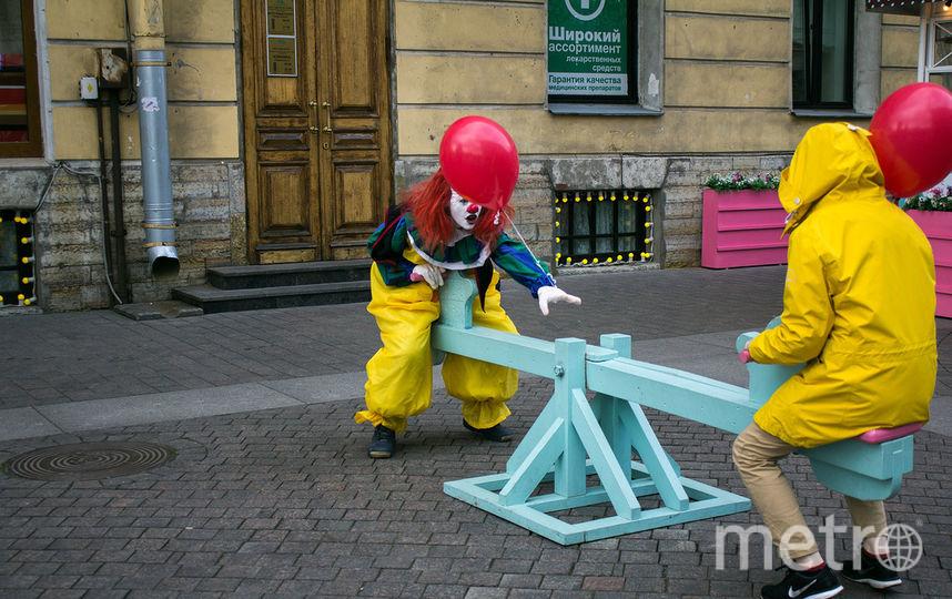 Пеннивайз прошел по центру Петербурга.