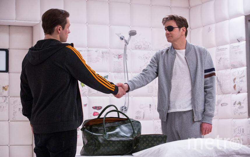 """Научив Эггси быть агентом и джентльменом, Гарри продолжает давать своему подопечному советы. Например, что нужно беречь то, ради чего стоит жить. Фото Предоставлено """"Двадцатый Век Фокс СНГ""""."""