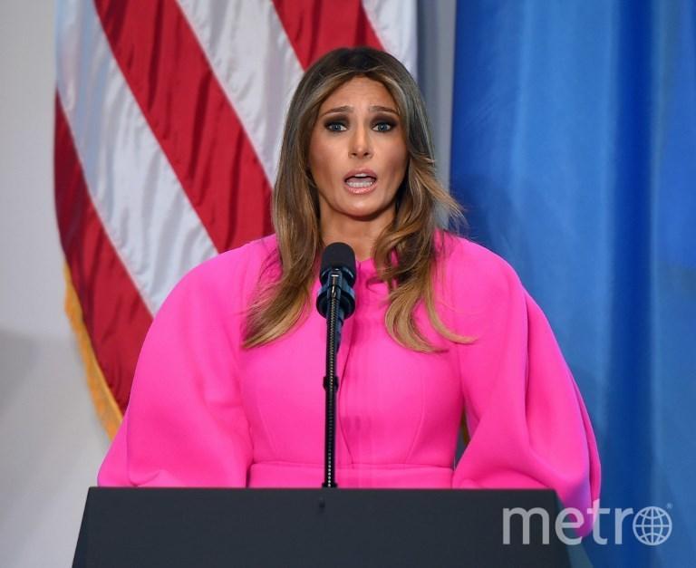 Меланья Трамп в розовом платье. Фото AFP