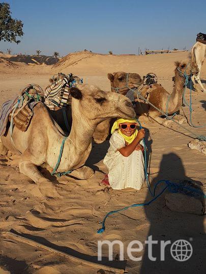 """Моя дочь Ромен Лейла, 10 лет. Фото сделаны в пустыне Сахара, в Тунисе, август 2017, на выбор: с планеты Татуин, на фоне декораций к фильму """"Звездные воины"""", с феньком и верблюдом. Фото Марина Александровна Ромен"""