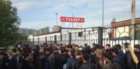 Мигранты против ОМОНа: Протестующие начали применять силу
