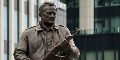 Эксперт рассказал, как чертёж немецкого оружия оказался на памятнике Калашникову