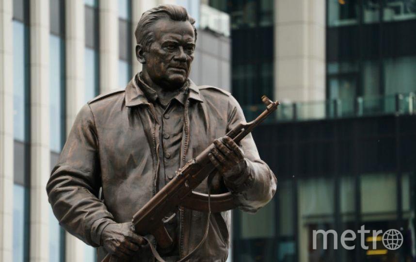 Памятник Михаилу Калашникову. Фото РИА Новости
