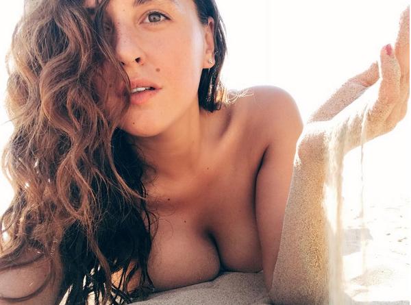 """Звезда сериала """"Сладкая жизнь"""" оголила пышную грудь. Фото Скриншот Instagram: shumakova_masha"""