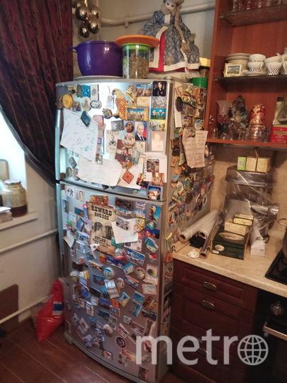 Холодильник на кухне увешан магнитиками. На центральном месте– расписание обязанностей по дому. Фото Михаил Нешевец.